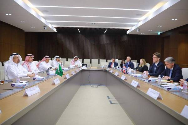 الفالح يبحث مع هاموند تعاون السعودية وبريطانيا في الطاقة والصناعة والاقتصاد