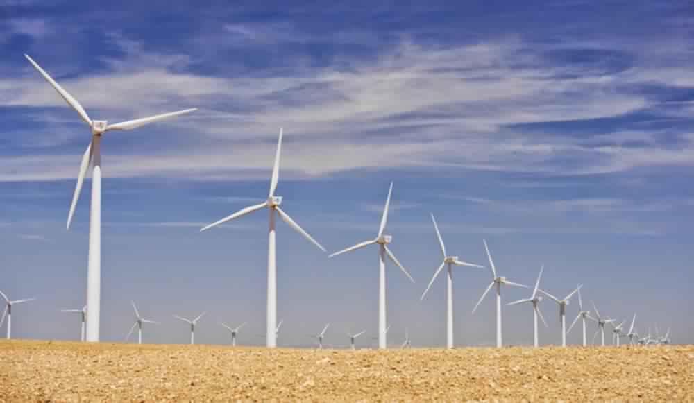 السعودية تعتمد إنشاء أول مصنع لتوليد الطاقة من الرياح