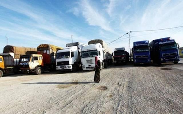 الأردن يرفع القيود عن الشاحنات العابرة للسعودية واتصالات مع قطر لعودة الشحن
