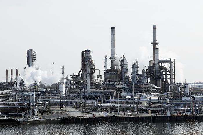 الرياض المالية تتوقع أرباح 11 شركة بتروكيماويات وتخفض أسعارها المستهدفة