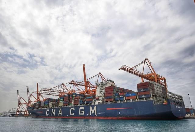 ميناء جدة يواصل استقبال البضائع والمواد الغذائية لضمان وفرة المخزون للأسواق