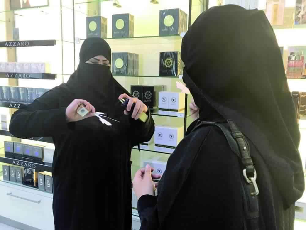 قطار التأنيث يمضي.. والسعوديات يشتكين من المواصلات وضعف الراتب
