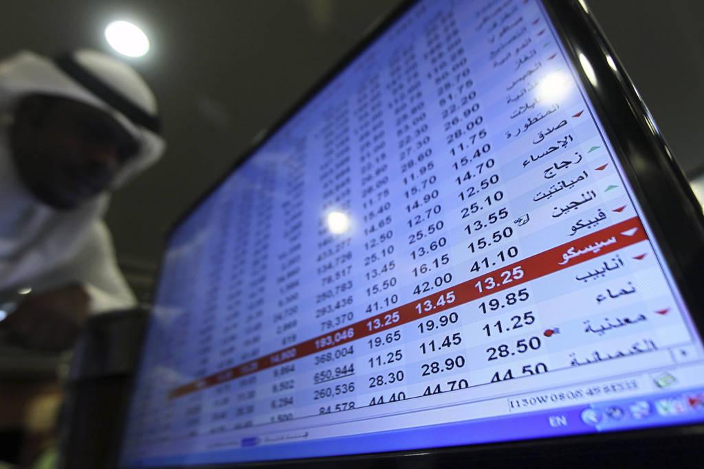 السوق السعودي يتراجع بنسبة طفيفة في منتصف التداولات و
