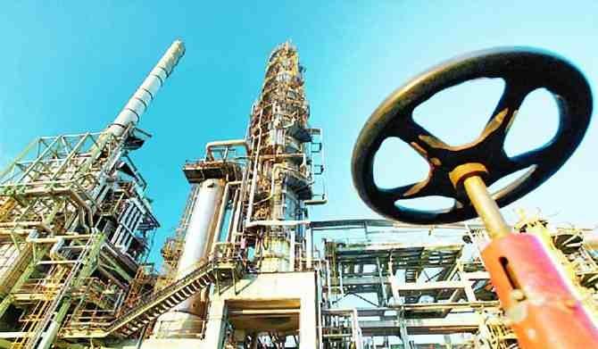 نمو المخزون النفطي العالمي لمليوني برميل يومياً بالنصف الأول 2015م