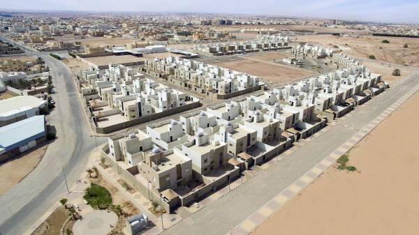 «الإسكان»: الدولة ستتحمل ضريبة القيمة المضافة عن متملكي المنازل سابقا