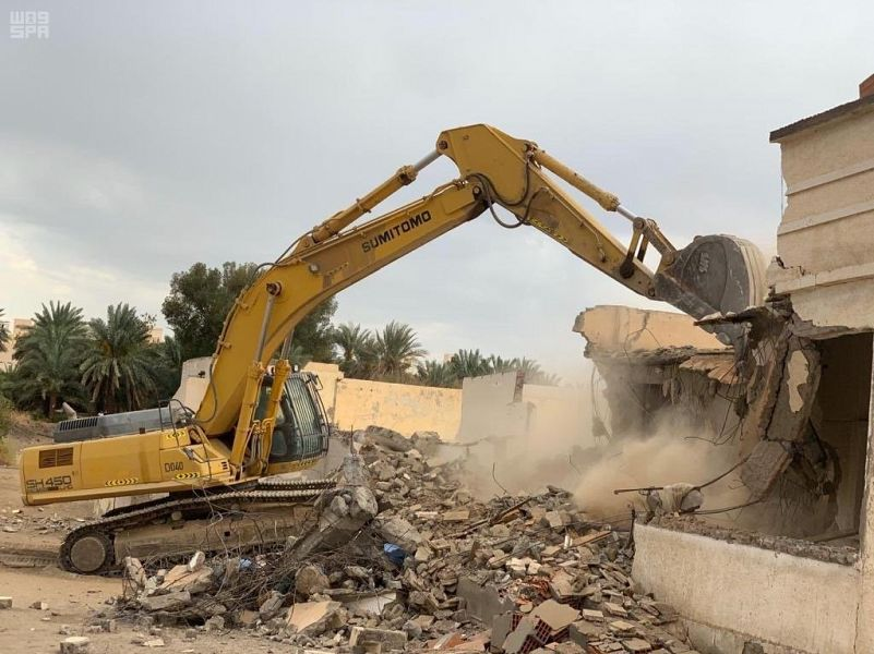 أمانة المدينة تتابع إزالة المباني المهجورة والآيلة للسقوط بأحياء المدينة المنورة