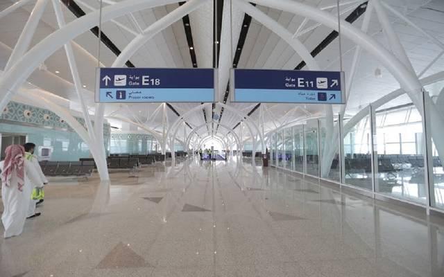 مطار الملك عبدالعزيز: لا توقف لحركة الطيران والرحلات تقلع بمواعيدها