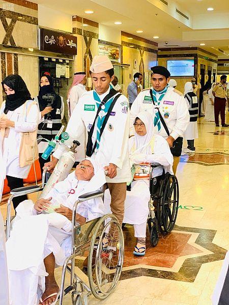 الكشافة يسهمون في قافلة وزارة الصحة بتفويج الحجاج المنومين بالمستشفيات إلى عرفات
