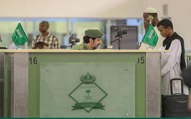 الجوازات السعودية تمدد تأشيرات الزيارة بجميع أنواعها إلكترونياً