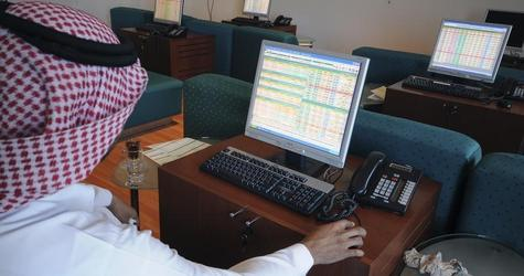 السوق السعودي يقلص خسائره إلى 50 نقطة في منتصف التداولات